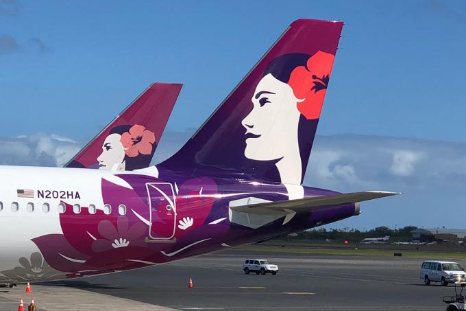 Biểu tượng Pualani (Hoa trên trời) của Hawaiian Airlines là một logo độc đáo thể hiện lòng mến khách. Sau nhiều lần thay đổi, cách điệu, logo mới nhất của hãng vẫn mang đậm đặc trưng văn hóa của quần đảo Hawaii.