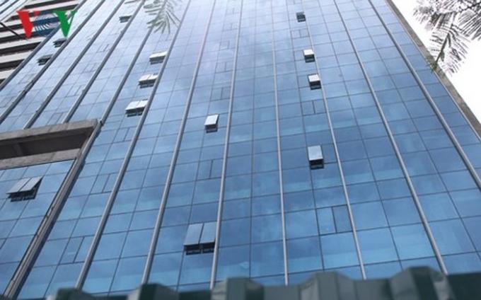 Vách kính mặt ngoài tòa nhà không đạt quy chuẩn theo theo đánh giá của Cục Giám định.