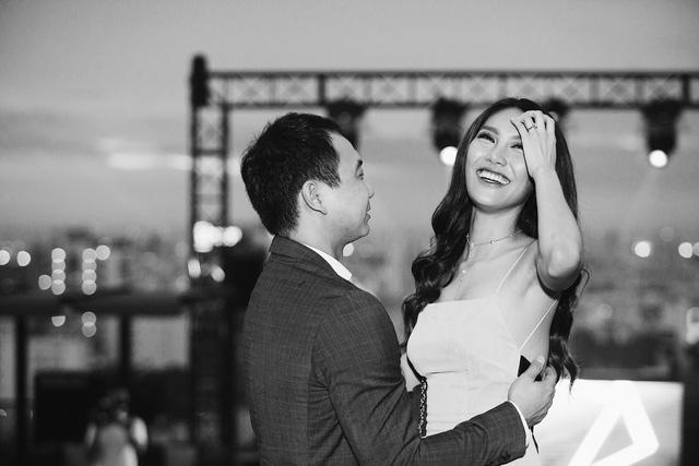 Chia sẻ cảm xúc về màn cầu hôn lãng mạn của bạn trai dành cho mình, Lan Khuê xúc động cho biết: