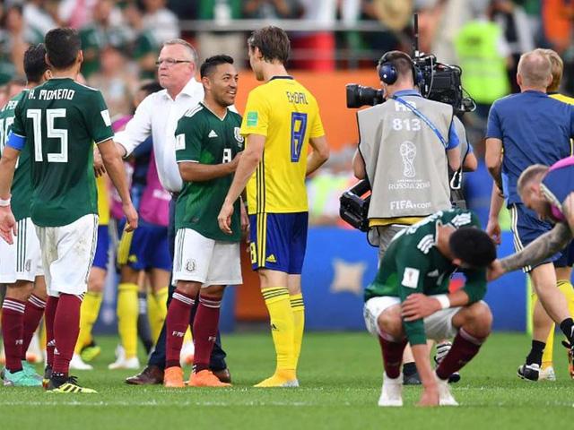 Mexico (áo xanh) thua tan tác trước Thụy Điển ở lượt cuối vòng bảng