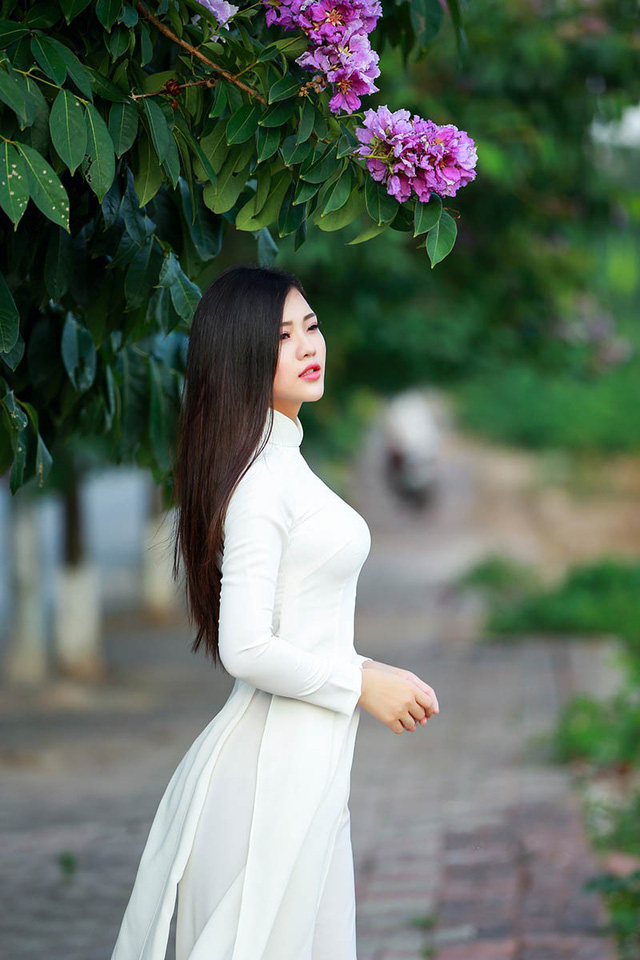 Cùng ngắm nhìn một số hình ảnh khác của Lê Song Ngân.