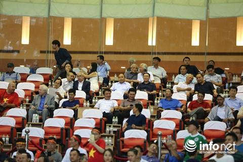 Thủ tướng Chính phủ Nguyễn Xuân Phúc và các vị lãnh đạo Chính phủ, Quốc hội dự khán trận đấu giữa U23 Việt Nam và U23 Oman