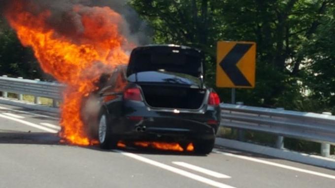 Từ đầu năm có khoảng 40 vụ cháy động cơ xe BMW tại Hàn Quốc - Ảnh: WSJ.