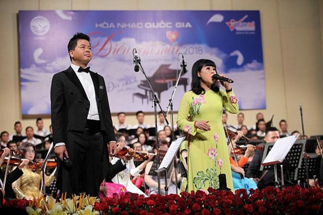 Ca sĩ Đăng Dương và Hồng Liên.