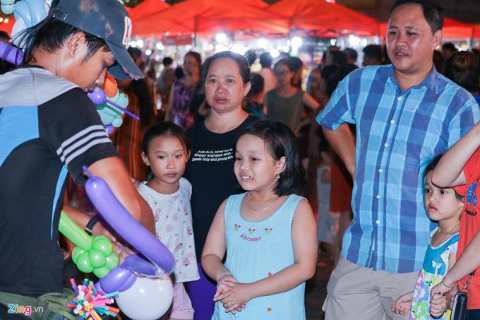 Giám đốc Sở Du lịch Đà NẵngNgô Quang Vinh, cho biết từ trước đến nay các hoạt động giải trí về đêm của địa phương rất hạn chế. Phố chợ đêm ở gần cầu Rồng là khu vui chơi giải trí về đêm đầu tiên mà địa phương đầu tư xây dựng.