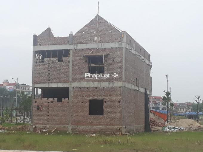 Một trong những ngôi nhà đã xây dựng hoàn thiện phần thô.