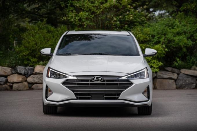 Hyundai Elantra 2019 có giá khởi điểm từ 415 triệu đồng tại Mỹ