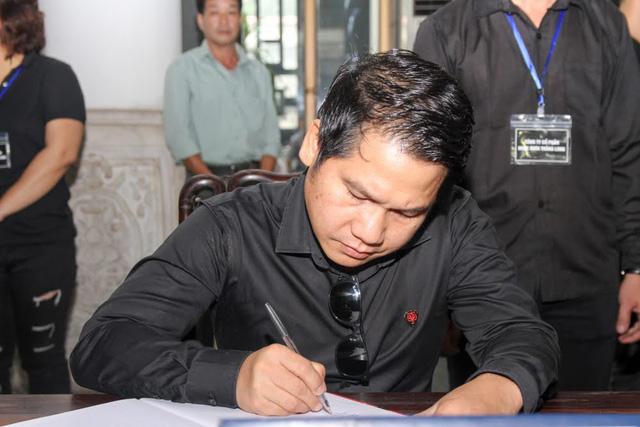 Ca sĩ Trọng Tấn.