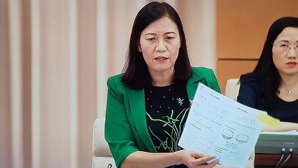 Chủ nhiệm UB Tư pháp Lê Thị Nga dẫn chứng SGK lớp 1 làm luôn bài tập dẫn đến việc chỉ sử dụng được 1 lần
