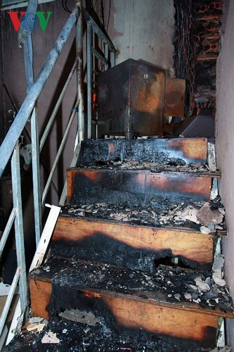 17h45 ngày 17/9, ngọn lửa bất ngờ bùng phát tại dãy nhà trọ gần cổng bệnh viện Nhi Trung ương. Hàng trăm người dân hoảng hốt bỏ chạy. Khu vực cháy có kết cấu phức tạp, gồm nhiều gian nhà trọ cơi nới bằng vật liệu dễ cháy như mái tôn lót xốp khiến việc dập lửa gặp nhiều khó khăn