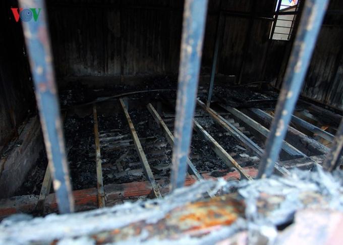 Tuy chưa có thống kê cụ thể, nhưng theo ghi nhận tại hiện trường, khoảng 20 ngôi nhà bị thiệt hại.