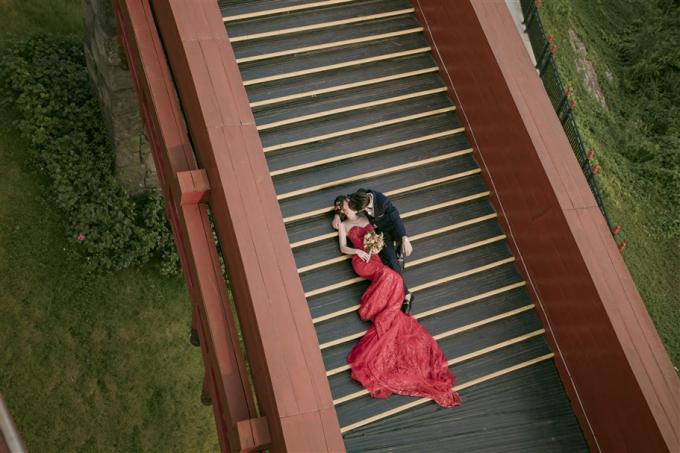 Cầu Koi- cây cầu tượng trưng cho tình yêu đôi lứa bền chặt góp thêm cho bộ hình cưới của các cặp đôi những bức hình chất đến từng milimet.
