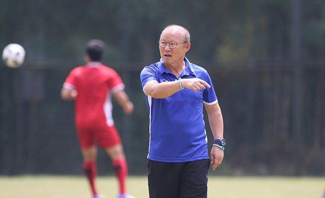 HLV Park Hang Seo cũng khó có thể thanh thản khi đội tuyển vướng quá nhiều vấn đề, trong đó thời gian tập trung ngắn để hoàn thiện mọi điều trước khi AFF Cup diễn ra