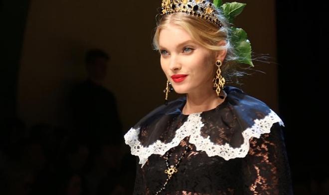Ngoài Victoria's Secret, Elsa Hosk còn là gương mặt quen thuộc trình diễn cho nhiều hãng thời trang nổi tiếng như Dior, Dolce&Gabbana, Ungaro, H&M, Lilly Pulitzer và Guess. Trang Models xếp cô ở vị trí thứ 15 trong nhóm những người mẫu quyến rũ nhất.