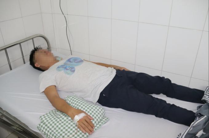 Ông Hùng được cấp cứu tại Bệnh viện đa khoa huyện Phú Quốc tỉnh Kiên Giang.