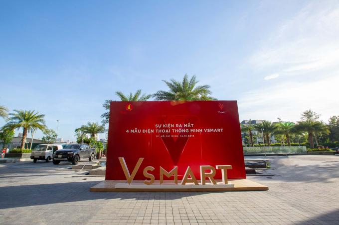 Sự kiện ra mắt 4 mẫu điện thoại thông minh Vsmart đầu tiên sẽ được tổ chức trong khuôn viên tòa nhà cao nhất Việt Nam Landmark 81 – Tp. HCM từ 16h chiều nay (14/12).