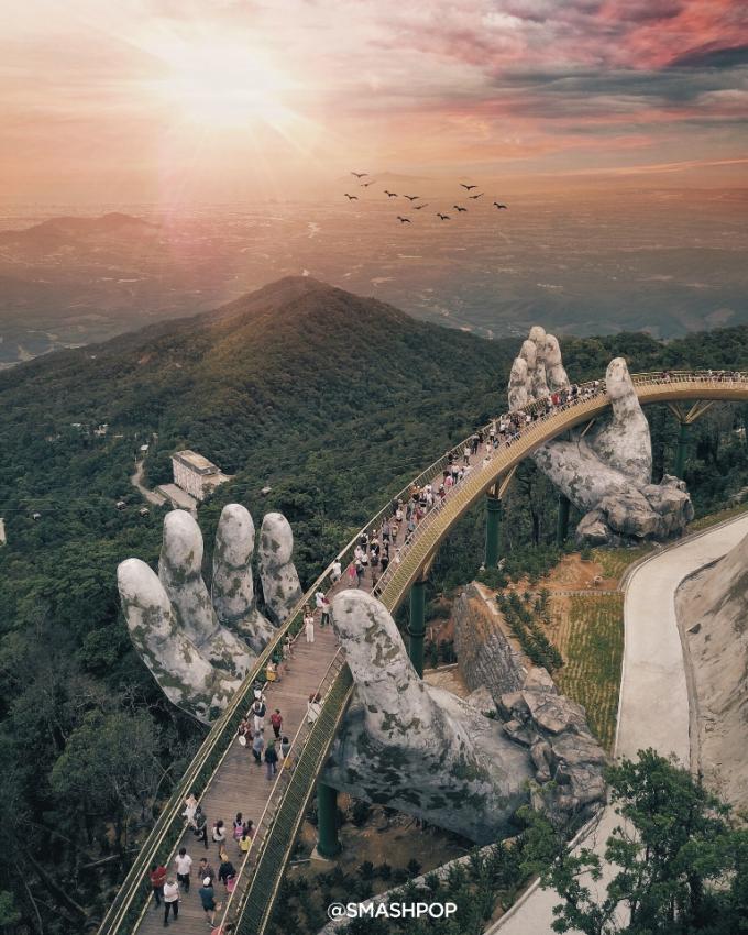Cầu Vàng tại Sun World Ba Na Hills, Đà Nẵng.