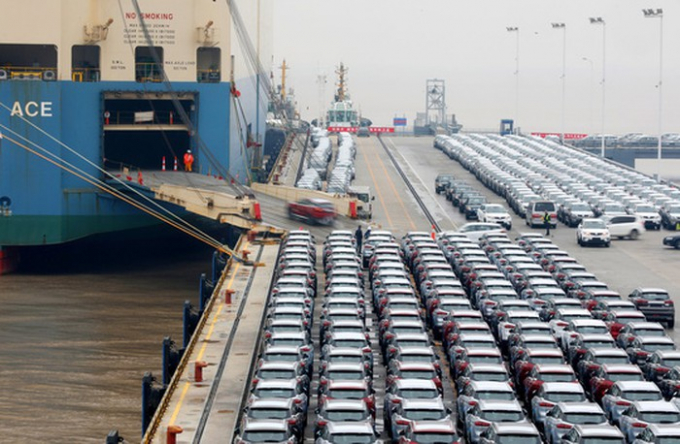 Xe hơi xuất khẩu tại cảng Ningbo Zhoushan ở tỉnh Chiết Giang - Trung Quốc Ảnh: REUTERS