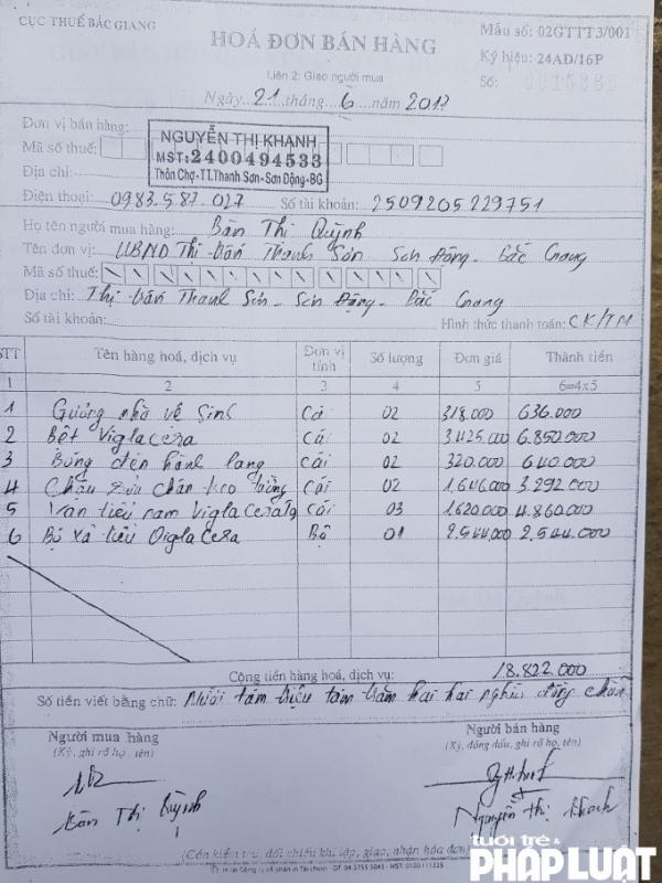 Hóa đơn mua hàng giữa UBND thị trấn Thanh Sơn với bà Khanh (con dâu ông Thắng)