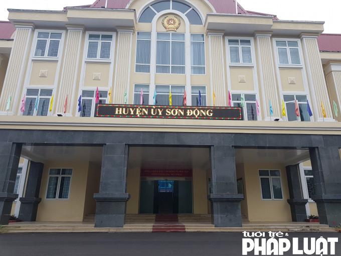 Bí thư huyện ủy và Chủ tịch UBND huyện Sơn Động đều cho biết đã giao vụ việc cho Công an huyện điều tra, làm rõ.