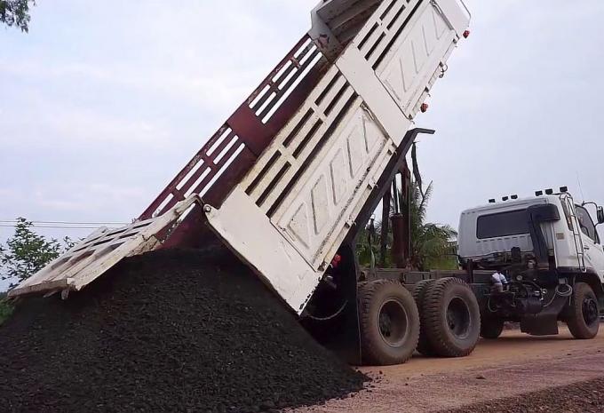 ông ty CP Kim khí Thành Đô không nộp bảo lãnh dự thầu tại Gói thầu TTB1-2019 Thuê 5 xe ô tô tải tự đổ khung cứng vận chuyển đất đá, trọng tải 90 - 100 tấn. Ảnh: Quang Tuấn