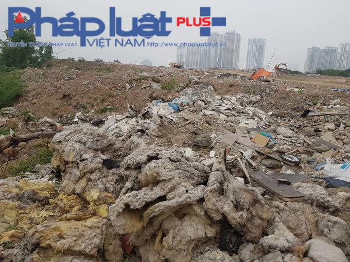 Bãi rác rộng hàng nghìn m2.