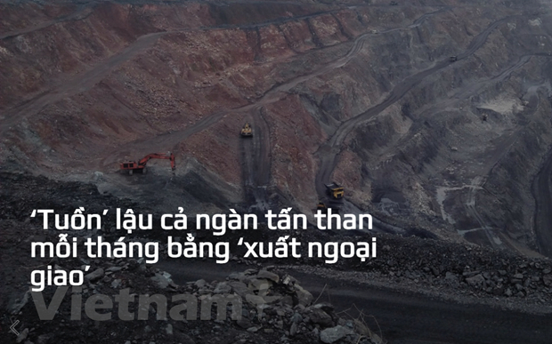 Hoạt động tuồn bán than trái phép diễn ra rầm rộ ở xung quanh Mỏ than Khánh Hòa, Thái Nguyên. (Ảnh: P.V/Vietnam+)