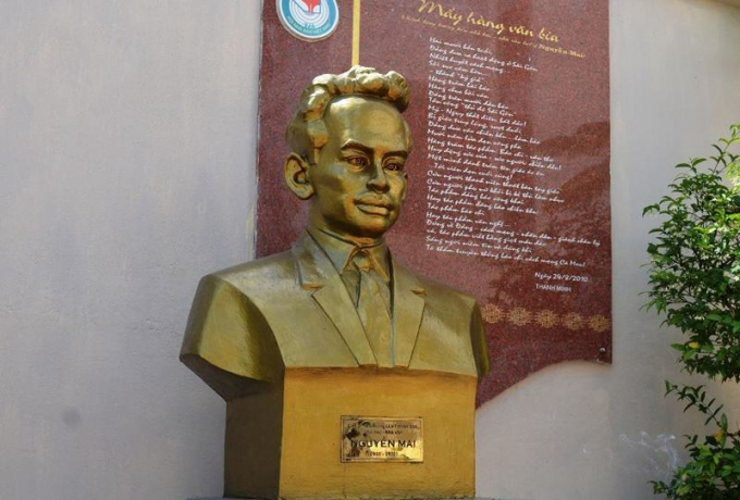 Tượng Anh hùng Liệt sĩ, Nhà báo Nguyễn Mai dựng trang trọng tại Tòa soạn Báo Cà Mau.
