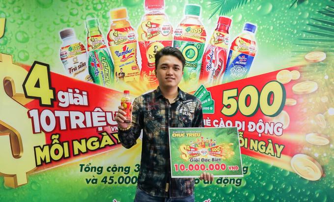 Khách hàng Triệu Đông Minh nhận giải 10 triệu đồng ngày 18/4