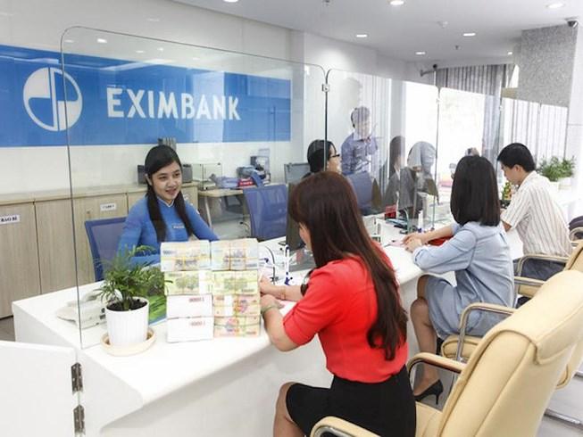 Giao dịch tại ngân hàng Eximbank. Ảnh: Internet.