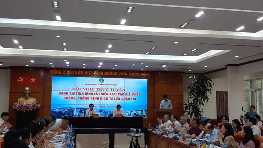 Phó Thủ tướng Trịnh Đình Dũng và Bộ trưởng NN-PTNT Nguyễn Xuân Cường chủ trì hội nghị (ảnh Báo người lao động)