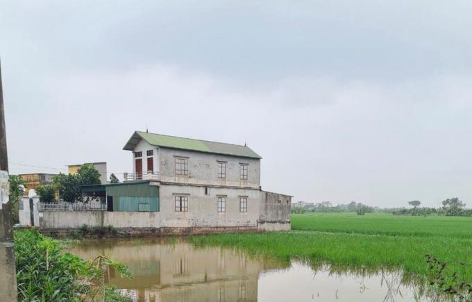 Nhà xây trên đất nông nghiệp tại thôn Yên Mỹ đến nay vẫn tồn tại ngang nhiên dù đã có tố cáo của người dân.