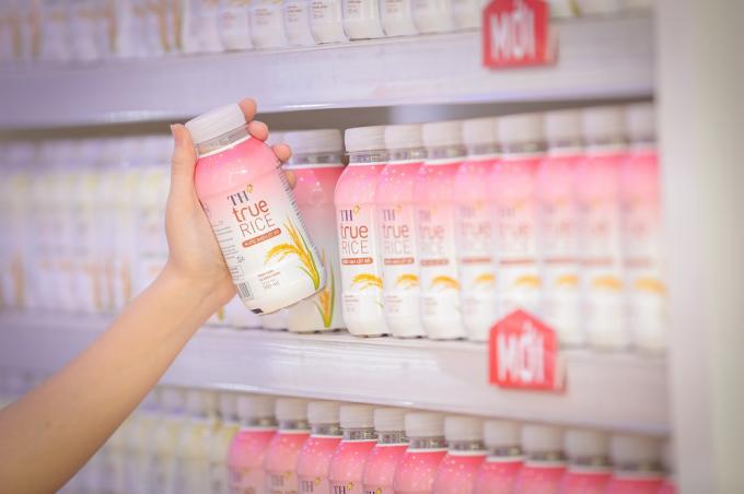 Nước gạo lứt đỏ là một trong những đồ uống đang được ưa chuộng bởi nó có chứa những dưỡng chất tốt cho sức khỏe và dễ thưởng thức.