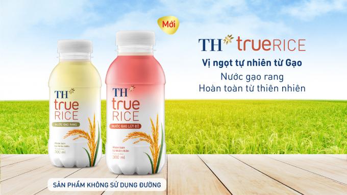 """Nước gạo lứt đỏ TH true RICE – cùng với Nước gạo rang TH true RICE (đã ra mắt tháng 1/2020) tạo ra một """"bộ đôi"""" sản phẩm đồ uống lành mạnh."""