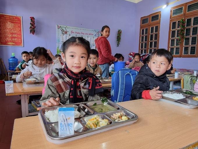 Áp dụng Mô hình điểm, các trường được cung cấp thực đơn do các chuyên gia dinh dưỡng thiết kế.