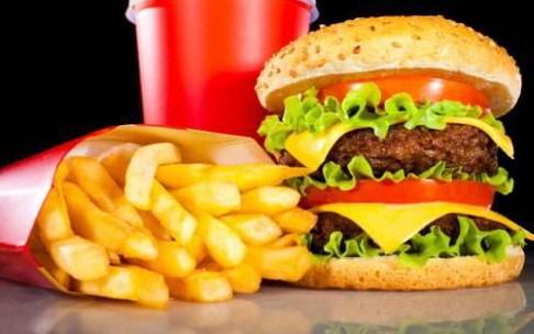Thiếu nữ ăn nhiều chất béo có nguy cơ ung thư vú.