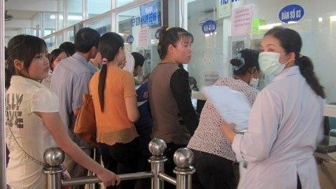 Cục quản lý khám chữa bệnh vừa yêu cầu các cơ quan trực thuộc Bộ Y tế phải bảo đảm thái độ phục vụ người bệnh tốt nhất mùa nắng nóng. (Ảnh minh họa: Zing News)