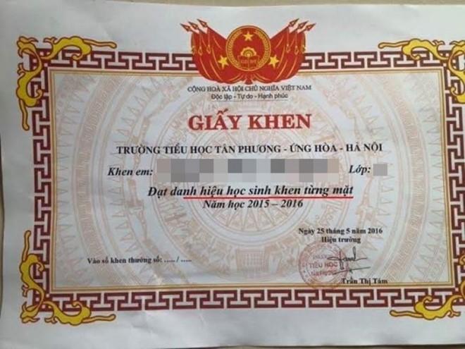 Hình ảnh giấy khen từng mặt của trườngTiểu học Tân Phương, Ứng Hòa, Hà Nội. (Ảnh: Tri Thức Trực Tuyến)