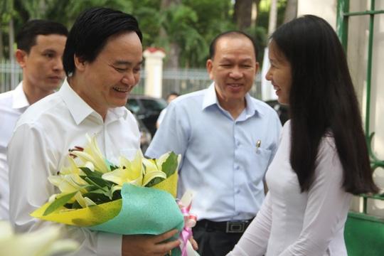 Bộ trưởng Bộ GD-ĐT làm việc tại Trường THPT Lê Quý Đôn.