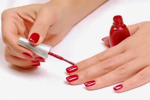 Sơn móng tay có chứa các chất độc hại có ảnh hưởng tới vấn đề sinh sản và ung thư.