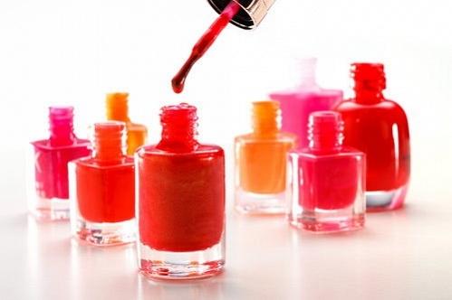 Các nhà khoa học đã phát hiện ra trong 10 mẫu sơn móng tay thì có tới 8 mẫu chứa chất TPHP này.