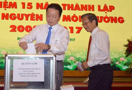 Sáng nay, Bộ TN&MT đã tổ chức quyên góp ủng hộ đồng bào vùng lũ. Số tiền quyên góp là 600 triệu đồng.