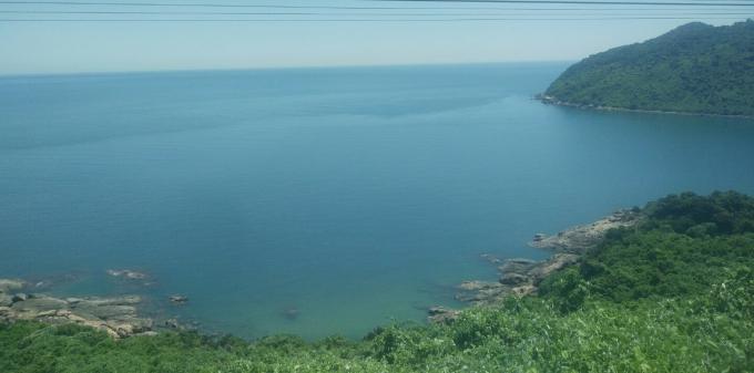 Cảnh đẹp nên thơ chặng Huế - Đà Nẵng nhìn từ trên tàu