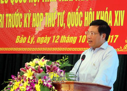 Phó Thủ tướng Chính phủ Phạm Bình Minh phát biểu tại buổi tiếp xúc cử tri Ảnh: Thu Hằng/TTXVN