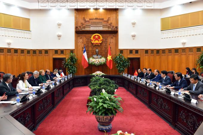 Thủ tướng Nguyễn Xuân Phúc tiếp tổng thống Chile Michelle Bachelet