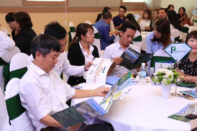 Đông đảo nhà đầu tư tham gia sự kiện giới thiệu Tiểu khu Royal Park tại TP. Nha Trang.