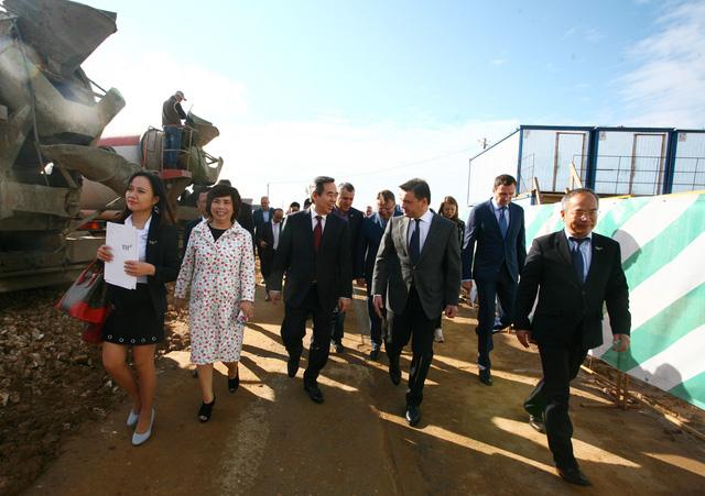 Lãnh đạo 2 nước Việt Nam và Liên bang Nga thăm Dự án chăn nuôi bò sữa và chế biến sữa TH ở Nga