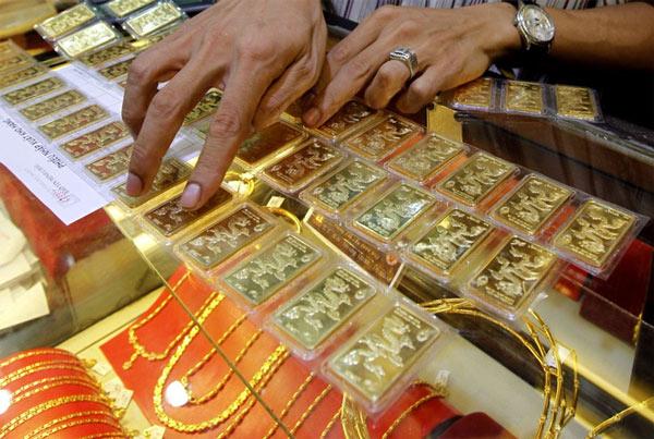 Giá vàng hôm nay 5/9: USD tăng vọt, vàng tiếp tục giảm mạnh