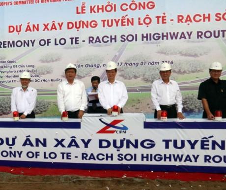 Dự án xây dựng tuyến đường Lộ Tẻ - Rạch Sỏi được khởi công vào ngày 17/1/2016.