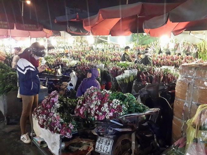 Một góc chợ hoa Quảng An.